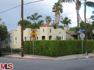 8949 Rosewood Ave, West Hollywood CA 90048