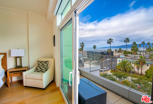 1705 Ocean Ave, Santa Monica, California
