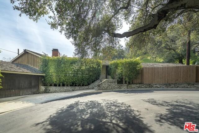13230 Old Oak Ln, Los Angeles, California