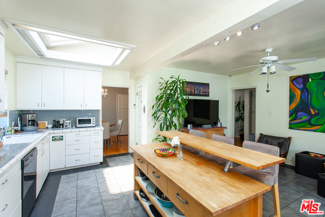 2558 S Westgate Ave, Los Angeles, California