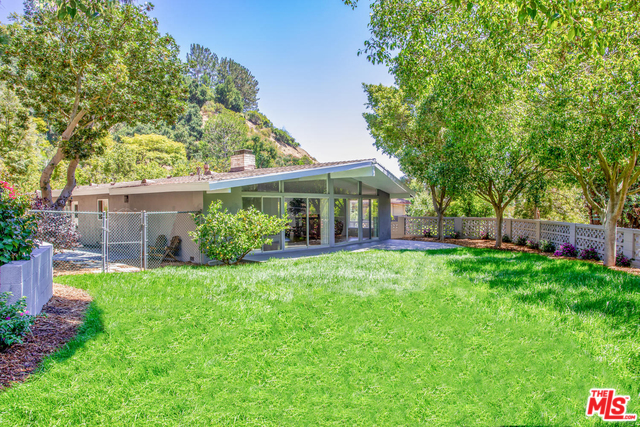 Photo of 9767 BETH PL, BEVERLY HILLS, CA 90210
