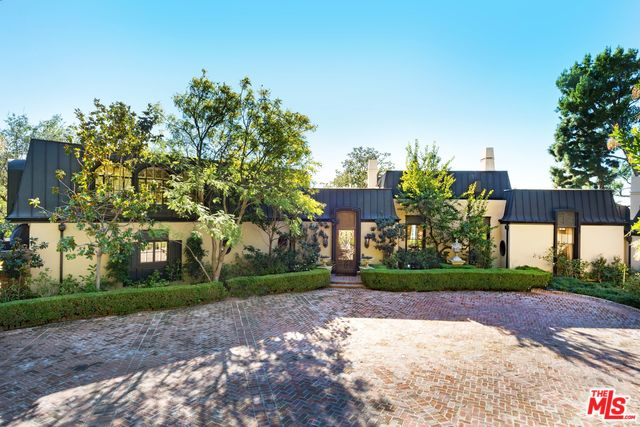Photo of 1010 N HILLCREST RD, BEVERLY HILLS, CA 90210