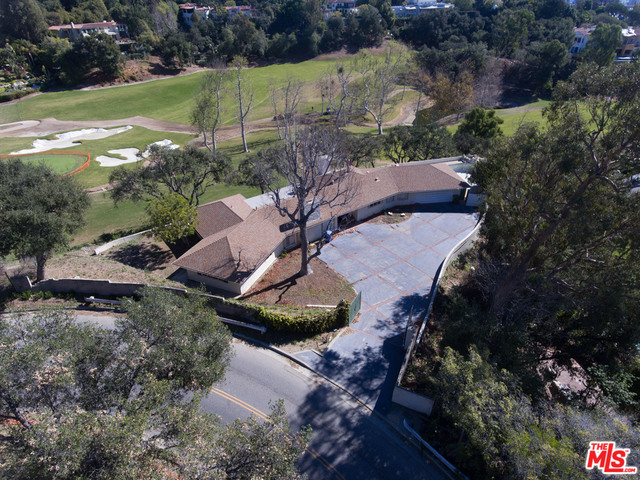 Photo of 10985 BELLAGIO RD, LOS ANGELES, CA 90077