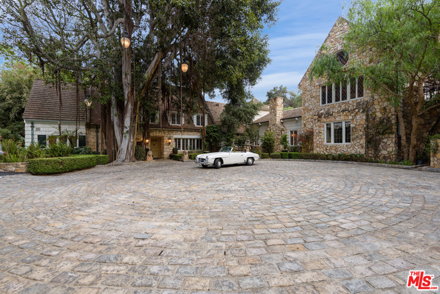 Photo of 2069 Coldwater Canyon, Beverly Hills, CA 90210