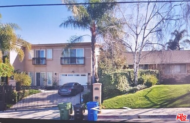 Photo of 16990 OAK VIEW DR, ENCINO, CA 91436