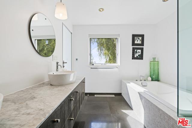 21766 AZURELEE DR, MALIBU, California 90265, 5 Bedrooms Bedrooms, ,5 BathroomsBathrooms,Residential Lease,For Sale,AZURELEE,19-435446