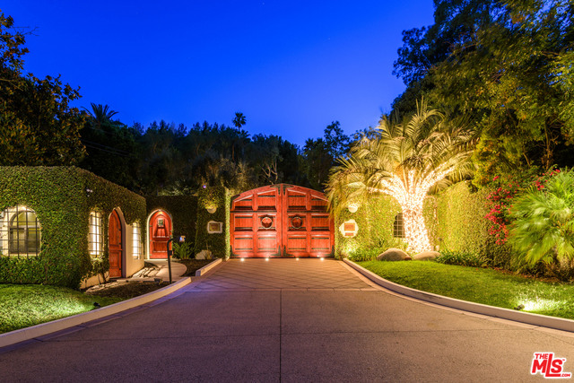 Photo of 2727 Benedict Canyon Drive, Beverly Hills, CA 90210
