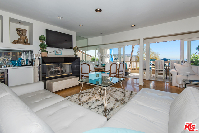 23904 DE VILLE WAY, MALIBU, California 90265, 1 Bedroom Bedrooms, ,2 BathroomsBathrooms,Residential Lease,For Sale,DE VILLE,19-458436