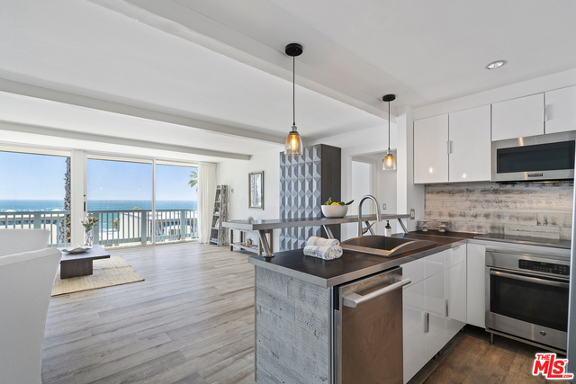 11938 OCEANAIRE LN, MALIBU, California 90265, 2 Bedrooms Bedrooms, ,2 BathroomsBathrooms,Residential,For Sale,OCEANAIRE,19-465992