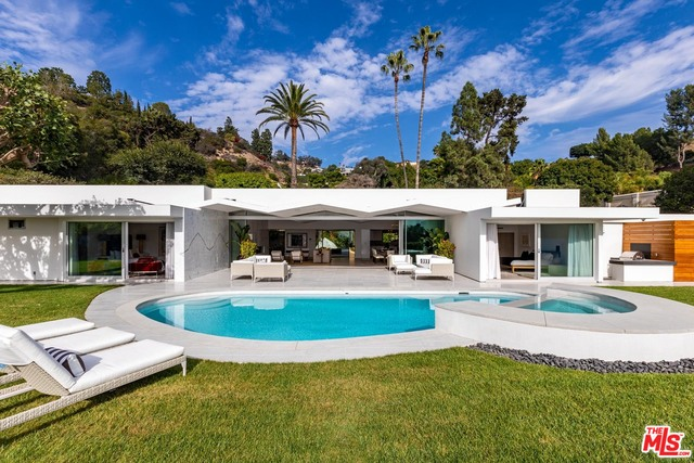 Photo of 1107 N Hillcrest Road, Beverly Hills, CA 90210