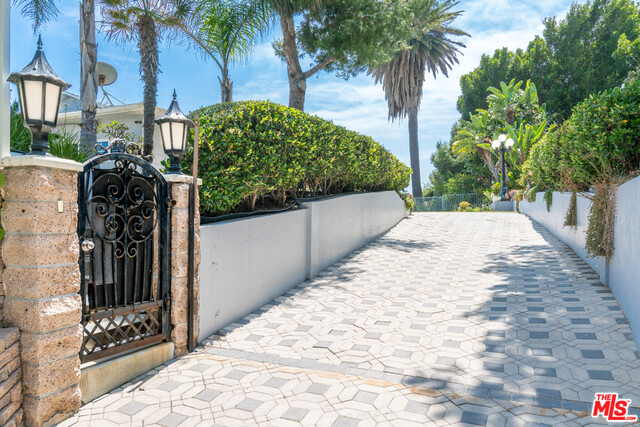 20759 PACIFIC COAST HWY, MALIBU, California 90265, 2 Bedrooms Bedrooms, ,1 BathroomBathrooms,Residential Lease,For Sale,PACIFIC COAST,19-486944