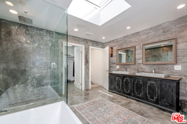 29500 HEATHERCLIFF RD, MALIBU, California 90265, 3 Bedrooms Bedrooms, ,4 BathroomsBathrooms,Manufactured In Park,For Sale,HEATHERCLIFF,19-488102