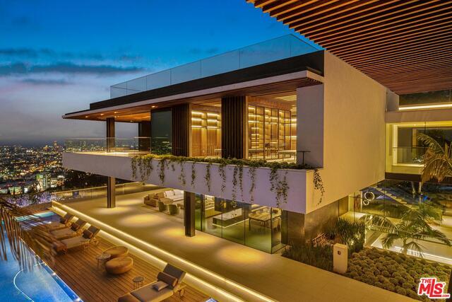 Photo of 8408 Hillside Avenue, Los Angeles, CA 90069