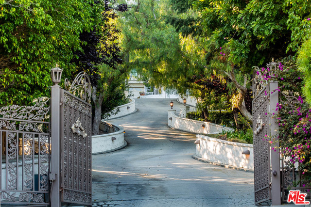 27931 WINDING WAY, MALIBU, California 90265, 5 Bedrooms Bedrooms, ,9 BathroomsBathrooms,Residential,For Sale,WINDING,19-503646