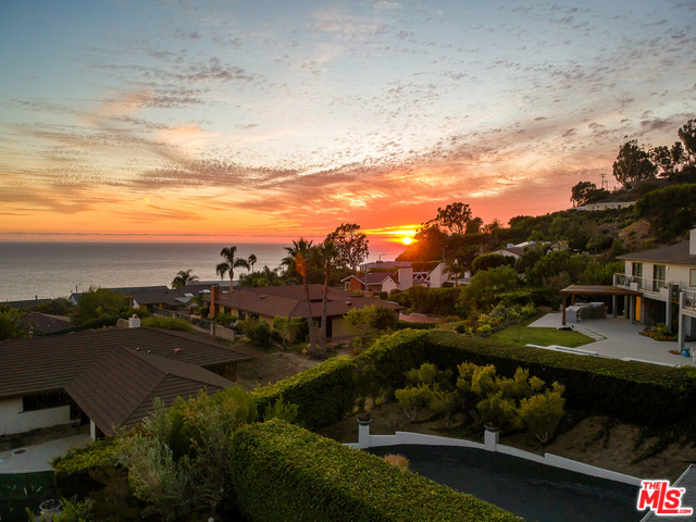 20491 ROYAL STONE DR, MALIBU, California 90265, 3 Bedrooms Bedrooms, ,3 BathroomsBathrooms,Residential,For Sale,ROYAL STONE,19-530878