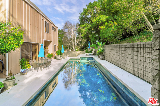 Photo of 3522 KNOBHILL DR, SHERMAN OAKS, CA 91423