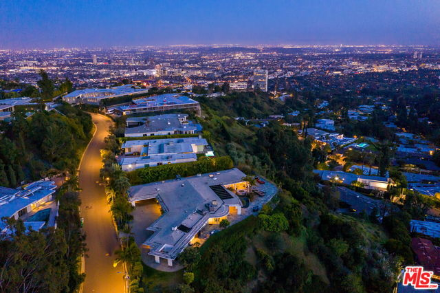 Photo of 450 TROUSDALE PL, BEVERLY HILLS, CA 90210