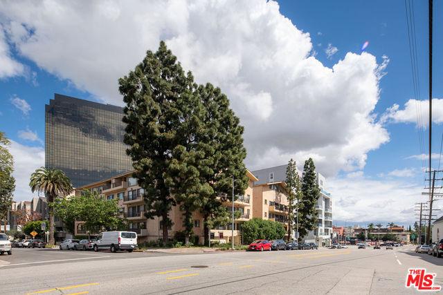 Photo of 1154 S BARRINGTON AVE #208, LOS ANGELES, CA 90049