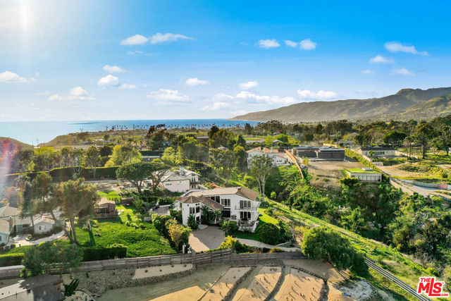 Photo of 29133 GRAYFOX ST, MALIBU, CA 90265