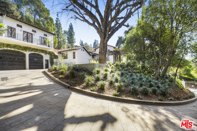 Photo of 2550 ABERDEEN AVE, LOS ANGELES, CA 90027