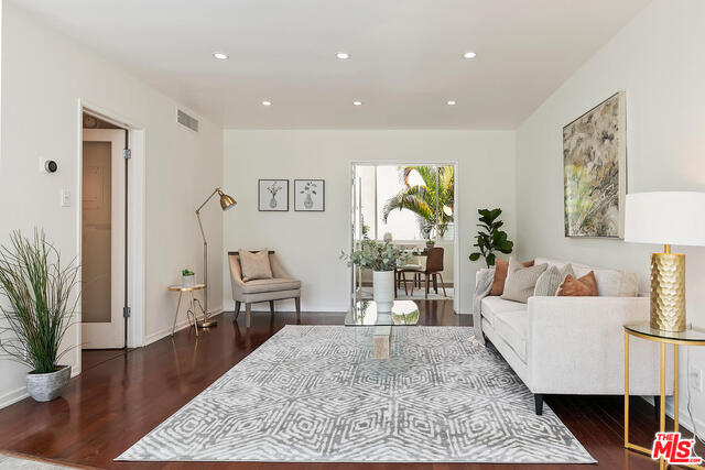 Photo of 1525 N HAYWORTH AVE #205, LOS ANGELES, CA 90046