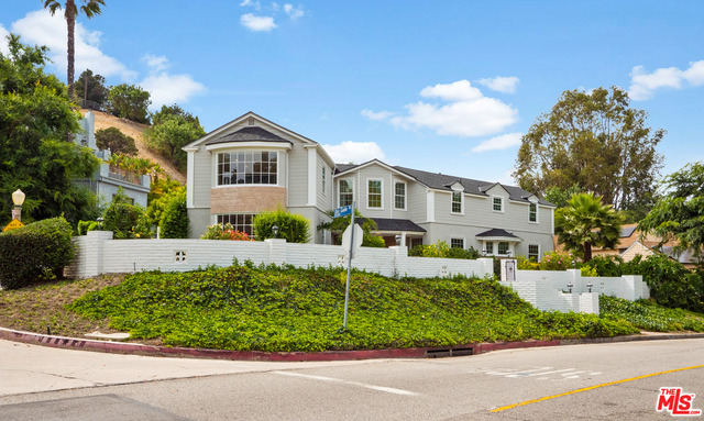 Photo of 4209 WOODCLIFF RD, SHERMAN OAKS, CA 91403
