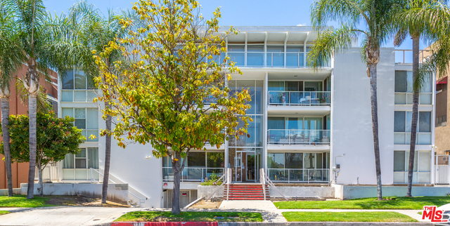 Photo of 131 N GALE DR #3B, BEVERLY HILLS, CA 90211