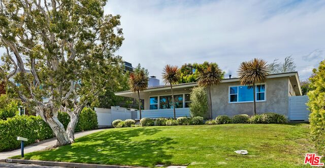 Photo of 16841 BOLLINGER DR, Pacific Palisades, CA 90272
