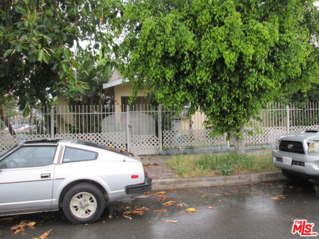 Photo of 5805 WHITNALL HWY, North Hollywood, CA 91601