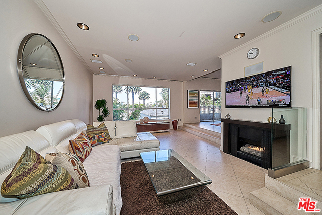 Photo of 221 S GALE DR #305, Beverly Hills, CA 90211