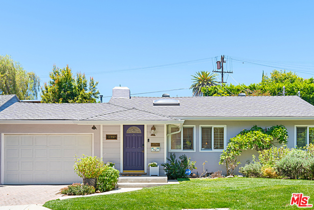 Photo of 10757 QUEENSLAND ST, Los Angeles, CA 90034
