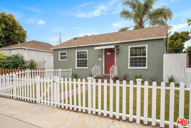 Photo of 707 ANGELUS PL, Venice, CA 90291