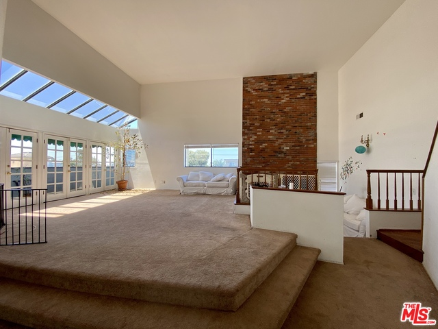 Photo of 11845 MAYFIELD AVE #301, Los Angeles, CA 90049