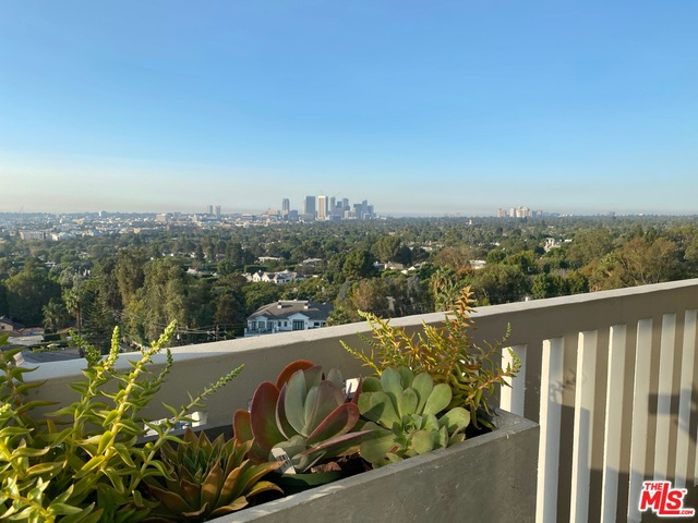 Photo of 999 N DOHENY DR #809, West Hollywood, CA 90069