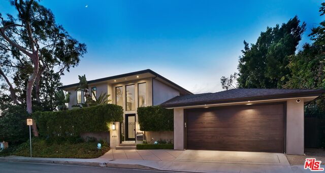 Photo of 3763 WHITESPEAK DR, Sherman Oaks, CA 91403