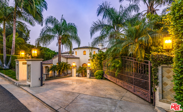 Photo of 540 Crestline Dr, Los Angeles, CA 90049