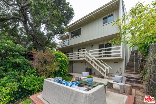 Photo of 672 Erskine Dr, Pacific Palisades, CA 90272