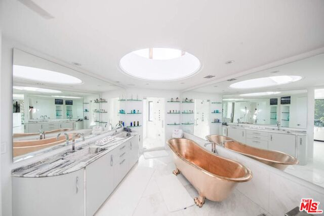 27930 PACIFIC COAST HWY, MALIBU, California 90265, 12 Bedrooms Bedrooms, ,14 BathroomsBathrooms,Residential,For Sale,PACIFIC COAST,20-598742