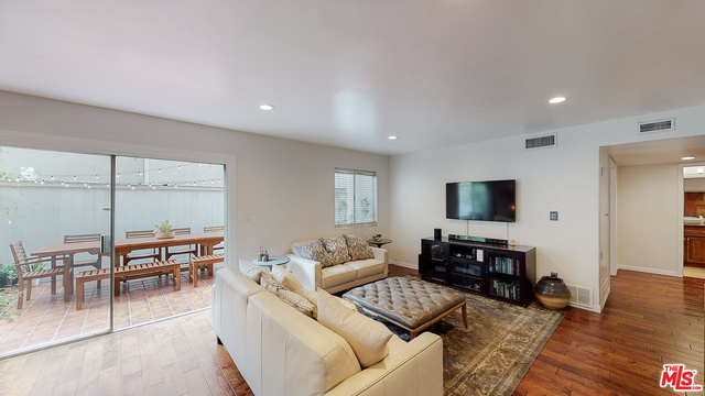 Photo of 6728 Hillpark Dr #307, Los Angeles, CA 90068
