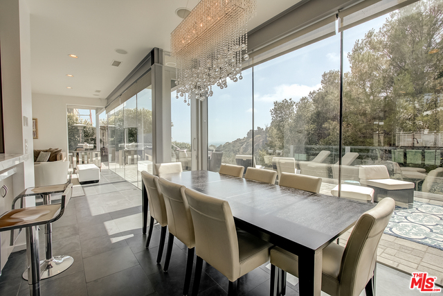 Photo of 643 Radcliffe Ave, Pacific Palisades, CA 90272