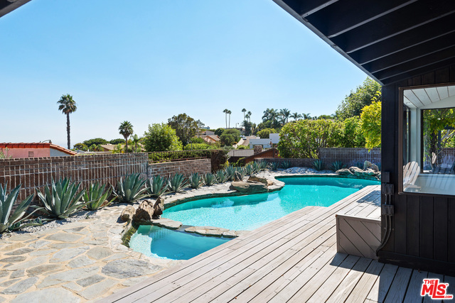 3626 Malibu Country Dr, Malibu, California 90265, 4 Bedrooms Bedrooms, ,3 BathroomsBathrooms,Residential,For Sale,Malibu Country,20-601204