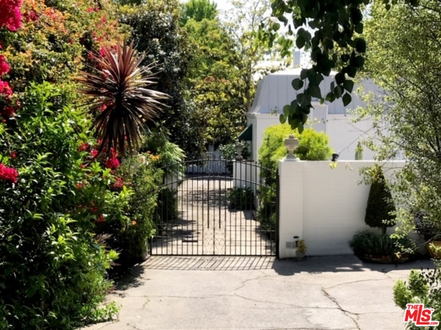 Photo of 137 S Burlingame Ave, Los Angeles, CA 90049