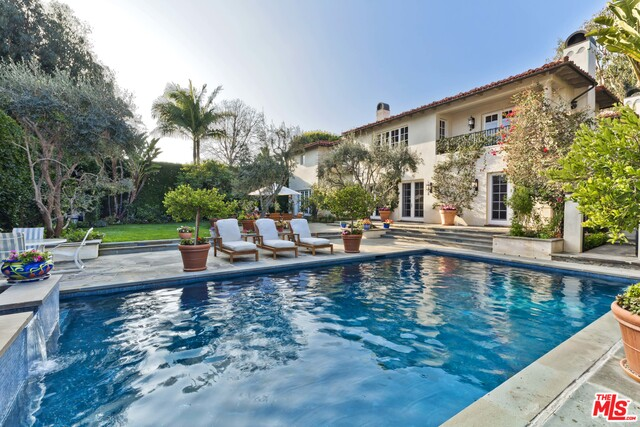 Photo of 325 Toyopa Dr, Pacific Palisades, CA 90272