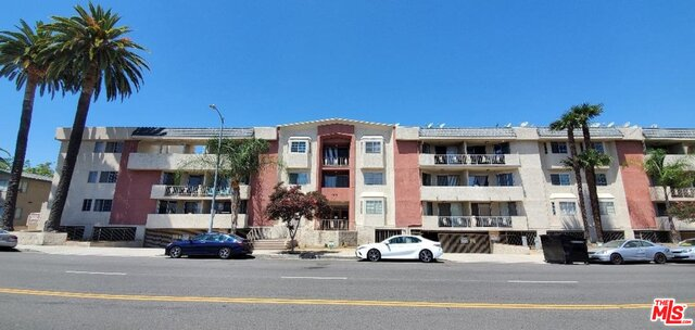 Photo of 4705 Kester Ave #212, Sherman Oaks, CA 91403