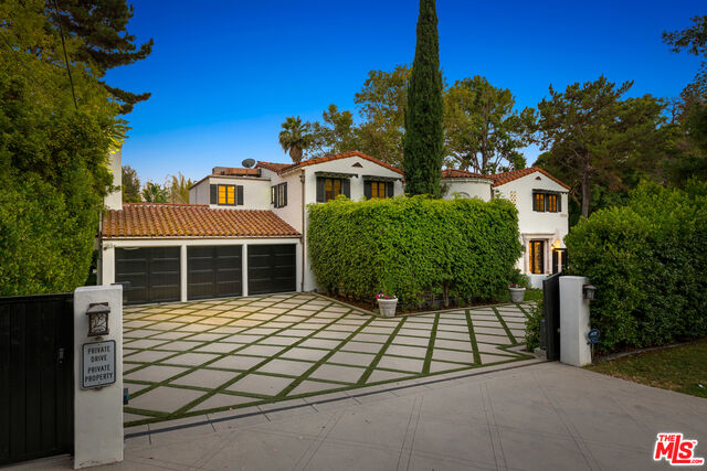 Photo of 2673 Aberdeen Ave, Los Angeles, CA 90027