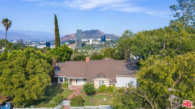 Photo of 3710 Eureka Dr, Studio City, CA 91604