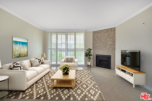 Photo of 7320 Hawthorn Ave #102, Los Angeles, CA 90046