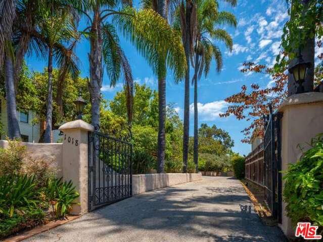 Photo of 1018 Chautauqua Blvd, Pacific Palisades, CA 90272