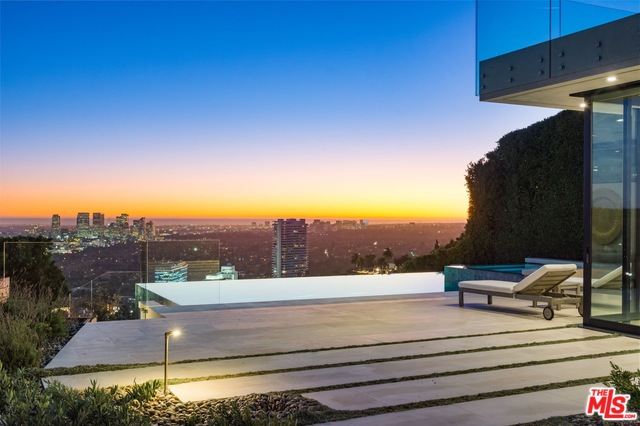 Photo of 1435 TANAGER WAY, LOS ANGELES, CA 90069