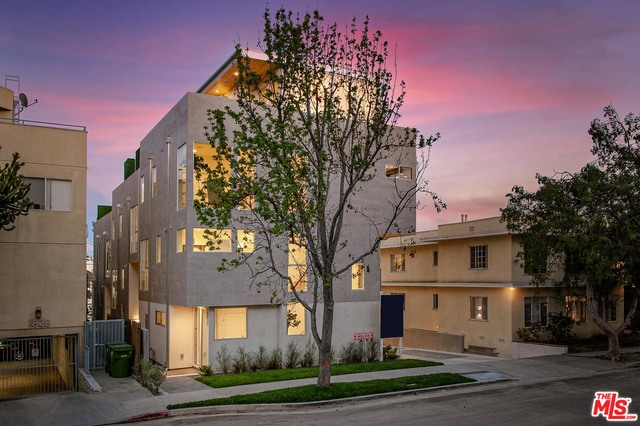 Photo of 10417 PANDORA CT, LOS ANGELES, CA 90025
